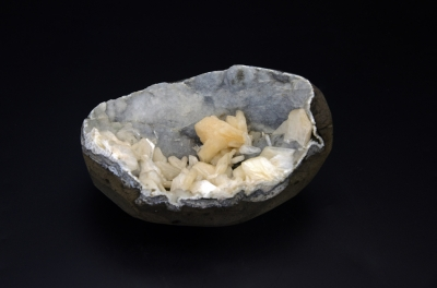 Calcedony With Stilbite Cluster